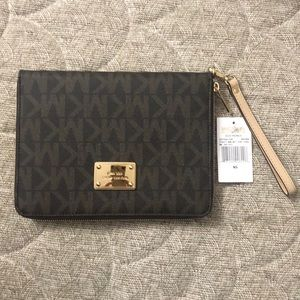 🌺🌺NWT  Mini tablet brown case Michael Kors